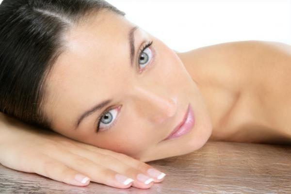 Cum se aplică vitamina E pe piele